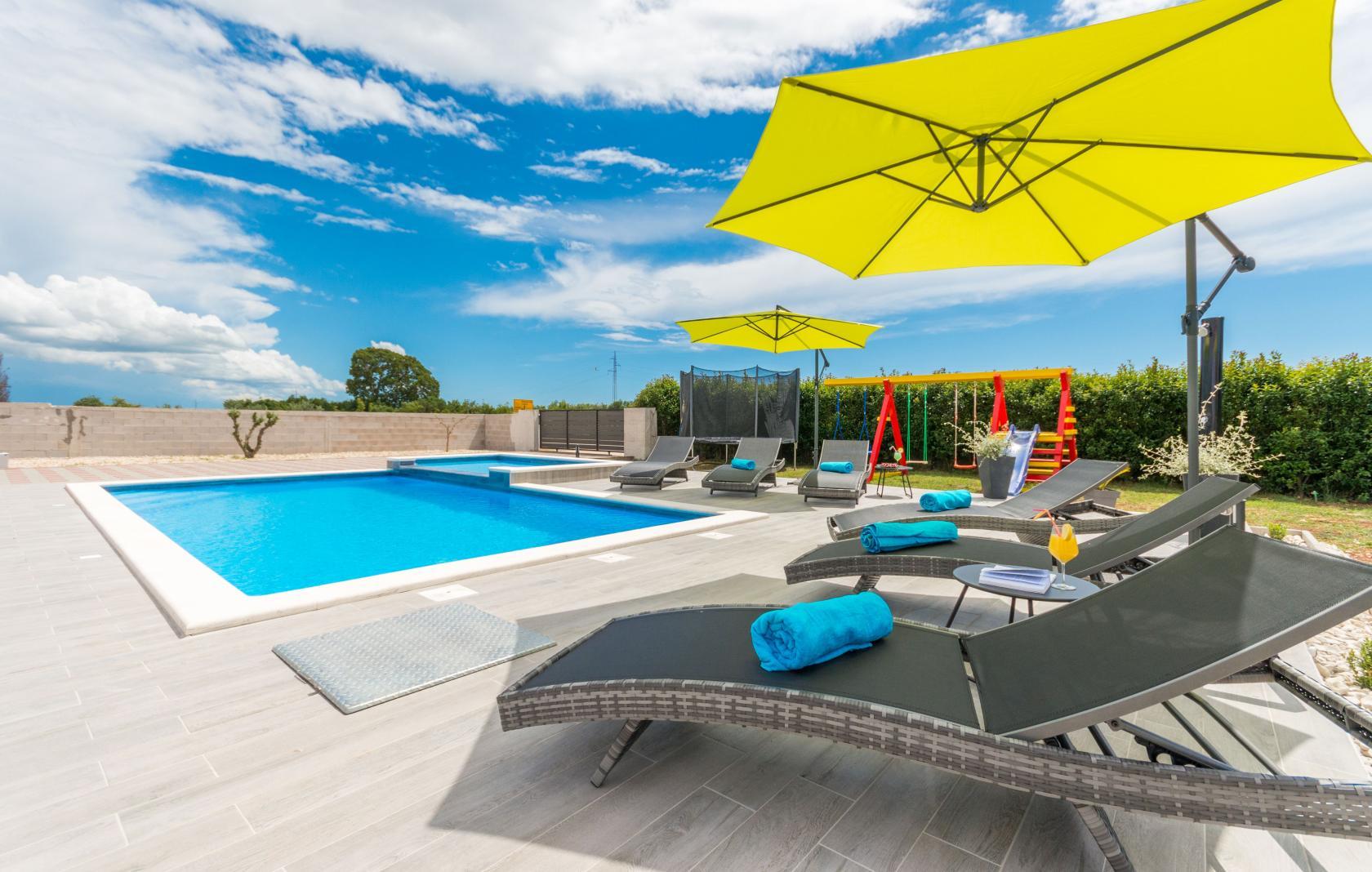 Villa Maris, Tinj, 8 persons, playground  for children, trampoline, www.zadarvillas.com