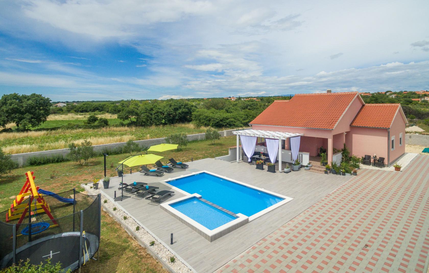Villa Maris, Tinj, 8 persons, playground for children, private pool, www.zadarvillas.com