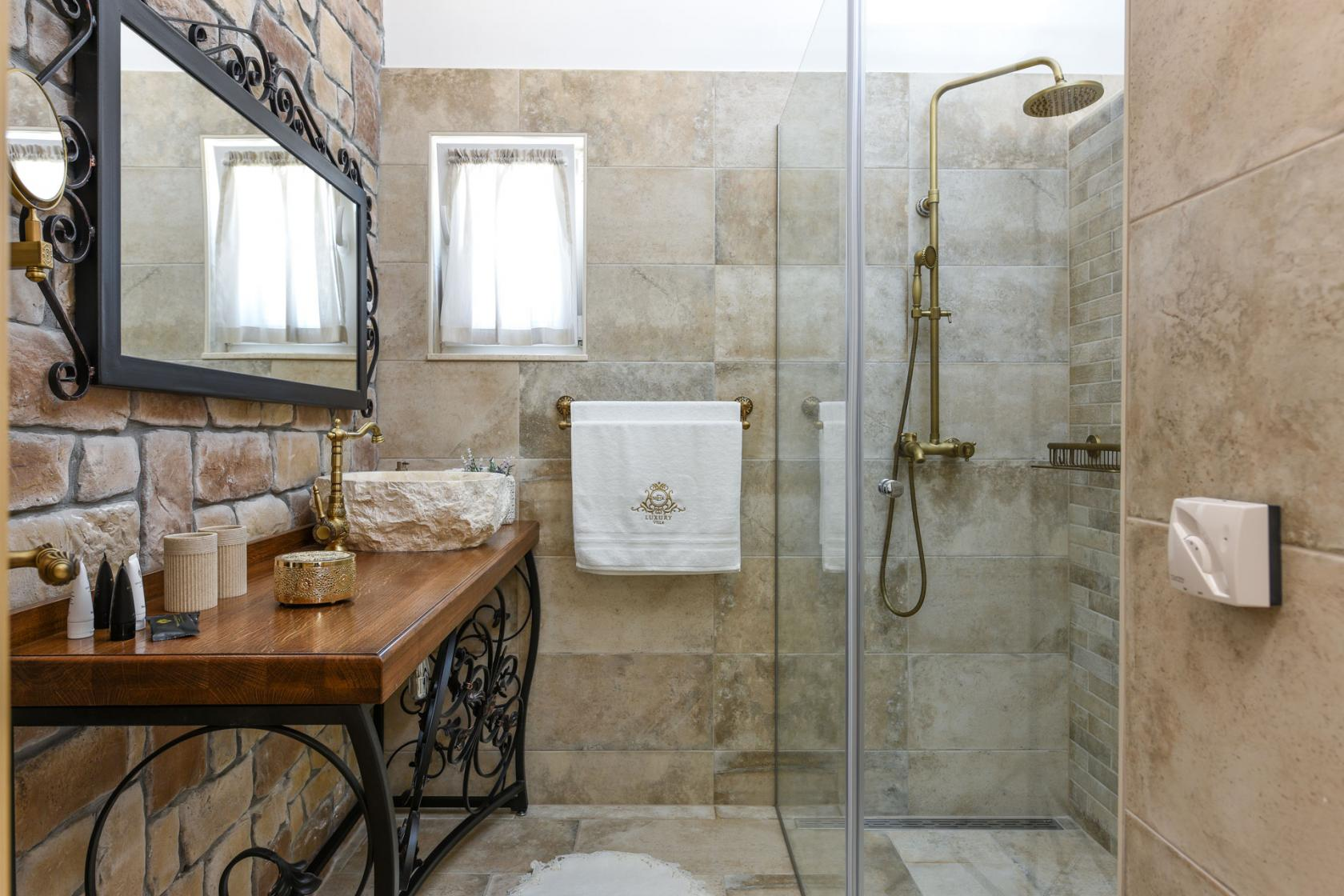 villa, Mek, bathroom, luxury, www.zadarvillas.com